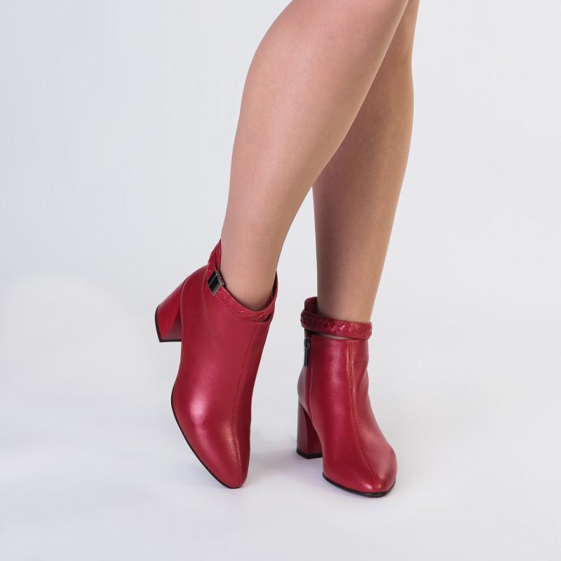 Ботильйони жіночі червоні шкіряні з ремінцем Mantyyra
