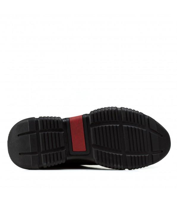Чоловічі кросівки чорні шкіряні на стильній підошві