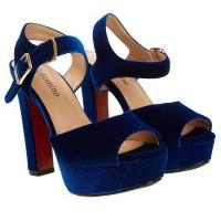 Босоножки на каблуке идеально дополнят вечерний образ каждой девушки